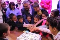 İSMAİL YILMAZ - Ahlatcı, Önce Çocuklarla İftar Yaptı, Sonra Pasta Kesti