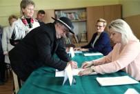 Polonya AP Seçimleri İçin Sandık Başında