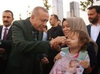 Cumhurbaşkanı Erdoğan Sahilde İftar Saatini Bekleyen Vatandaşlarla Buluştu