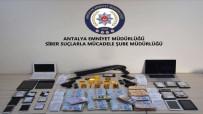 ZİYNET EŞYASI - Polisin Elini Attığı Yerden Altın, Para Ve Silah Çıktı
