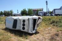 YOLCU MİNİBÜSÜ - Yolcu Minibüsü Şarampole Yuvarlandı Açıklaması 1'İ Ağır 3 Yaralı
