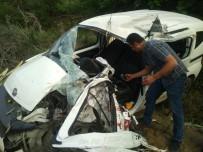 Beton Mikseri İle Hafif Ticari Araç Çarpıştı, 1 Kişi Öldü