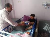 Hastanede Tedavi Gören Çocuklara Oyuncak Hediye Edildi