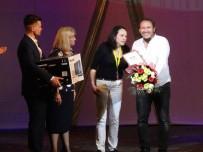MALTEPE BELEDİYESİ - Maltepe Belediye Tiyatrosu'na Yurtdışından Çifte Ödül