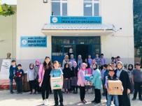Minik Öğrenciler Kapı Kapı Erzak Dağıttı