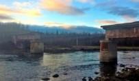 YAYA GEÇİDİ - Rusya'da Hırsızlar Demir Köprüyü Çaldı