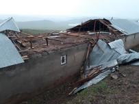 Bingöl'de Fırtına Çatı Uçurdu