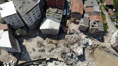 Kağıthane'de Binaların Yıkım Çalışması Sürüyor