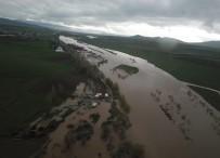 KARASU NEHRİ - Karasu Nehri Taştı, Tarım Arazileri Sular Altında Kaldı