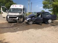 Minibüs İle Otomobil Çarpıştı Açıklaması 1 Yaralı