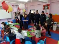 Saimbeyli'de Polis Çocuklara Oyuncak Dağıttı