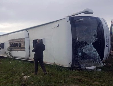 Yolcu otobüsü devrildi! Ölü ve yaralılar var