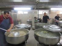Günlük 4 Bin Kişiye İftar Yemek Hazırlıyorlar