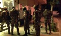 ADALET SARAYI - İstanbul'da Narkotik Operasyonunda Gözaltına Alınan 80 Kişi Adliyeye Sevk Edildi