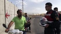 MUSTAFA YıLMAZ - Jandarma Ceza Kesmek Yerine Kask Dağıttı