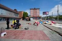 SIBIRYA - Şişme Oyun Parkı Rüzgara Kapıldı Açıklaması 5 Çocuk Yaralandı
