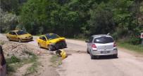 TİCARİ TAKSİ - Amasya'da İki Otomobil Çarpıştı Açıklaması 7 Yaralı