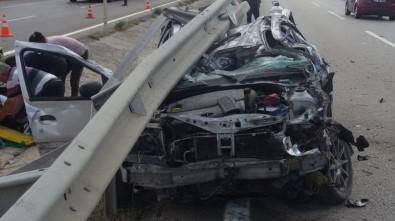 Bariyere Altına Giren Otomobilin Hurdaya Döndü Açıklaması 5 Yaralı