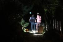 Deprem Mezarlığı'nda Köpeğini Arayan Çocuklar Kavanoz İçinde Cenin Buldu