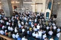 Diyarbakır'da Ramazan Ayının Son Cuması Kılındı