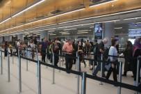DEVLET MEMURU - İstanbul Havalimanı'nda Bayram Hareketliliği Başladı