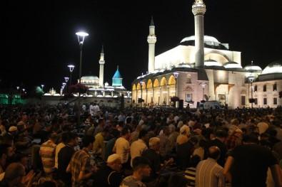 Kadir Gecesinde Mevlana Meydanı'nda Binler Buluştu
