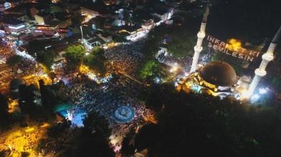 Kadir Gecesinde Vatandaşlar Teravih Namazı İçin Eyüpsultan'a Akın Etti