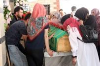 MUAMMER EROL - Minibüsün Altında Kalarak Hayatını Kaybeden Aysel Öğretmen Son Yolculuğuna Uğurlandı