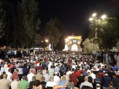 Müslümanlar Kadir Gecesinde Mescid-İ Aksa'ya Akın Etti