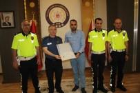Türkiye 8'İncisi Öğretmene Emniyet Müdürü Cangül, Ödülünü Verdi