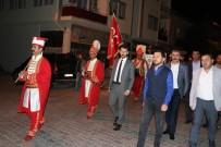 MEHTERAN TAKıMı - Türkiye'de İlk Kez Bir Başkan Mehter Takımı İle Halkı Sahura Kaldırdı