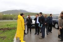 KARASU NEHRİ - Erzincan'da Nehirler Yola Taştı