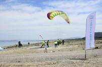 Yamaç Paraşütü Hedef Yarışması Burdur'da Yapıldı