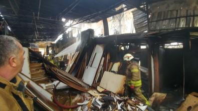 Arnavutköy'de Sunta Deposunda Korkutan Yangın