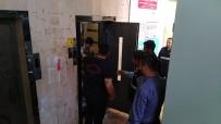 MAHSUR KALDI - Asansörde Mahsur Kalan Çocuğu İtfaiye Kurtardı