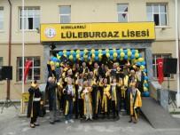 50 Yıl Sonra Aynı Okulun Önünde Yeniden Kep Attılar