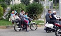 Motosiklette Pes Dedirten Görüntü