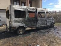 Minibüsün İçinde Oyun Oynayan Çocuklar Yangın Çıkardı