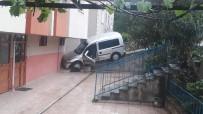 KAVAKLı - Kontrolden Çıkan Araç Binaya Çarparak Durabildi Açıklaması 3 Yaralı