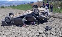Otomobil Tarlaya Uçtu Açıklaması 1 Ölü, 3 Yaralı