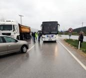 Yolcu Otobüsü İle Otomobil Çarpıştı Açıklaması 2 Yaralı