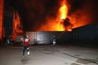 İTFAİYE ARACI - Adana'da Geri Dönüşüm Fabrikası Alev Alev Yandı