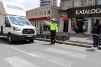 Araç Sürücülerine Yaya Bilincini Polisler Oluşturuyor