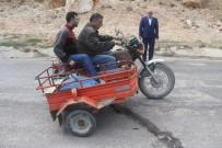 Elazığ'da 15 Köyü Merkeze Bağlayan Yol Ortadan Yarıldı