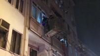 FAHRİ KORUTÜRK - Evde Mahsur Kalan Yaşlı Kadına Merdivenli Kurtarma