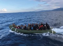 KAÇAK GÖÇMEN - Kuşadası Körfezi'nde 40 Kaçak Göçmen Yakalandı