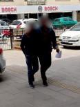 OLAY YERİ İNCELEME - Kuşadası'ndan Çeşitli Suçlardan Aranan Biri Kadın 2 Kişi Yakalandı