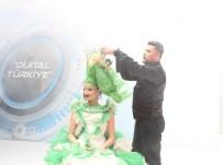 TİMSAH - (ÖZEL) Kuaför Öyle Bir Saç Modeli Yaptı Ki Görenler Hayran Kaldı