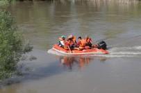 7 Çocuk Dicle Nehri'nin Ortasında Mahsur Kaldı
