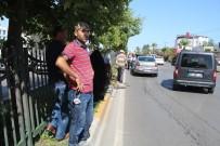 YAYA GEÇİDİ - Antalya'da Yaya Geçidinde 8 Araçlı Zincirleme Kaza